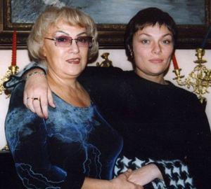 Вдова певца Нелли и старшая дочь Анжела, которой он посвящал свои песни.