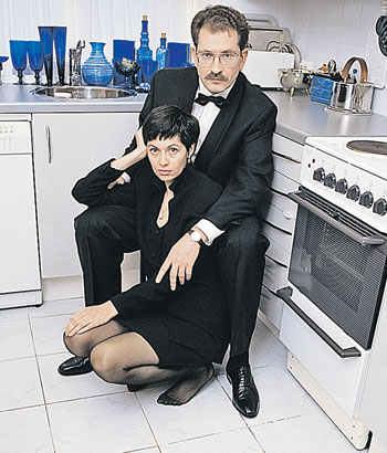 Влад и его жена Альбина, вырвавшись из нищеты, выстроили безупречный имидж буржуазной пары.