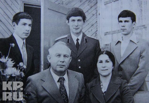 Глава семьи был по тем временам большой начальник, но Миннихановы всегда жили скромно