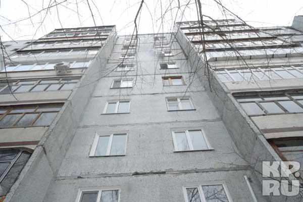 Упав с девятого девятого этажа мальчик был еще жив.