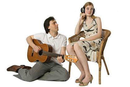 Слух у женщин лучше, чем у мужчин, примерно в пять раз. Наверное, отсюда знаменитое убеждение, что женщины