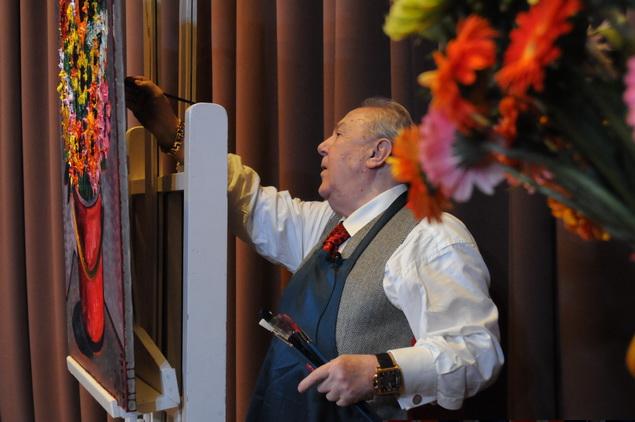 Во время мастер-класса мастер успел создать пару натюрмортов.
