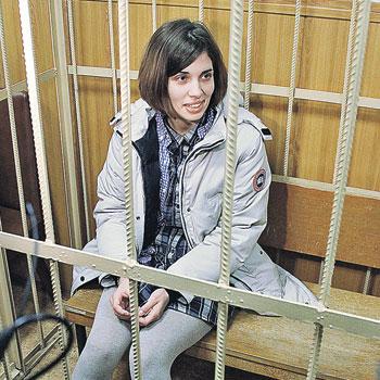 Участницы панк-группы Pussy Riot Надежда Толоконникова...