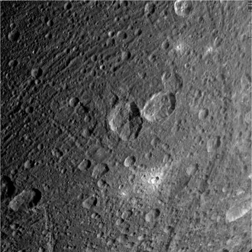 Спутник Сатурна Диона, снимок 28 марта 2012 гола