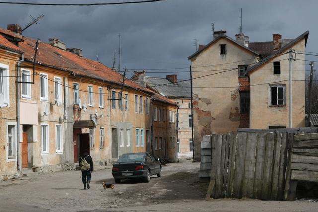 Пара кварталов вокруг кирхи – это настоящий исторический заповедник, однако состояние зданий ужасно.