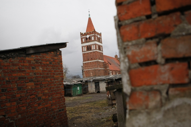 Главная достопримечательность города - кирха XIV века.