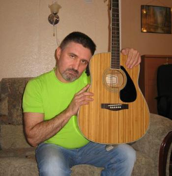 Алексей Леонов - режиссер и музыкант. Записал 4 сольных альбома.