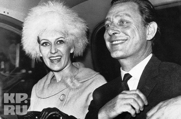 Мадам Мёрфи, супруга военного атташе США, в объятиях агента ГРУ Евгения Иванова.