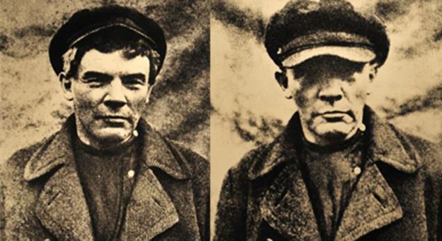 Лето 1917-го. Ленин в парике и гриме в Разливе, где он прятался от ареста в шалаше. Оба снимка сделаны в одно время, но второй - без ретуши. Какой Ильич настоящий?