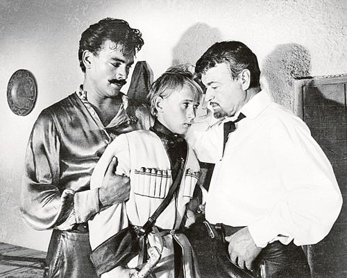 Атаман Бурнаш из «Неуловимых» (справа) - одна из самых ярких ролей Копеляна.