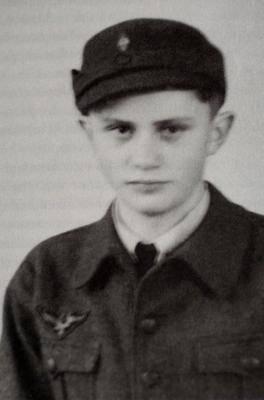 Йозеф Ратцингер в гитлеровской форме