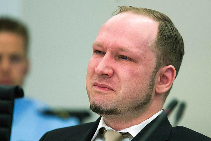Брейвик не мог сдержать слез, когда в суде показали его пропагандистский видеоролик