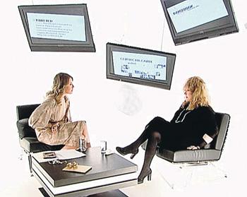 - Скромная ты девочка, - с иронией заметила Пугачева во время беседы. - Когда станешь большой, позвони...