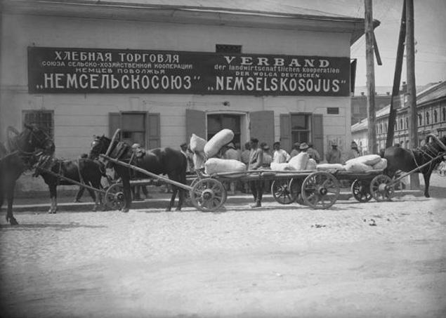 Немцы с петровских времен успешно осваивали территорию России, а в Поволжье у них была даже собственная республика.