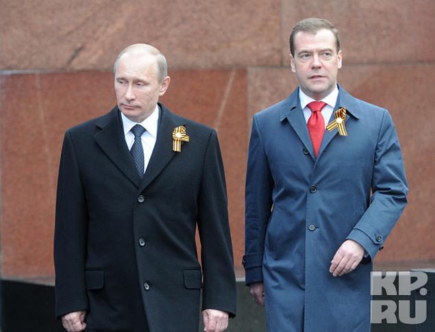 Дмитрий Медведев и Владимир Путин на параде
