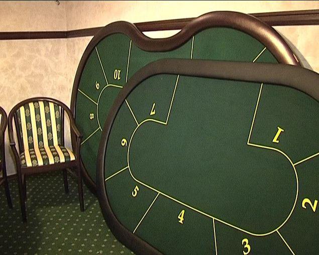 новеньких покерных стола,
