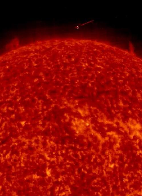 Обект попал в объектив солнечной обсерватории SDO 3 мая 2012 года