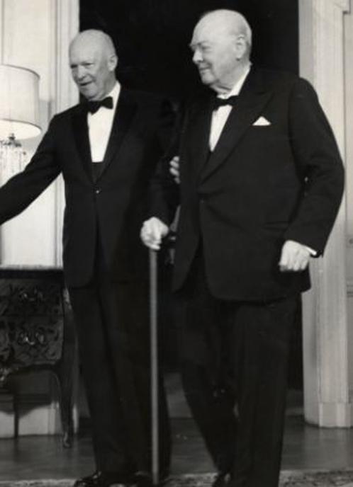 """Джентельмены - Эйзенхауэр и Черчилль - решили молчать про """"летающие тарелки"""". И летчикам не велели рассказывать"""