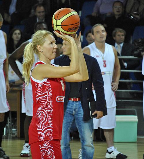 До того как Юлия Бордовских перешла на ТВ, она приносила очки в копилку родного университета.
