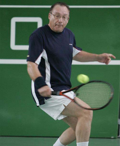 Композитор Максим Дунаевский перестал вести счет теннисным кубкам - наград за творчество у него гораздо меньше.