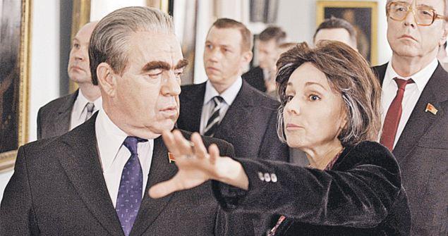 В роли Брежнева - Валерий Магдьяш, знаменитый Джамшут из «Нашей Russia», а директора Ирину Антонову сыграла Марина Зудина.