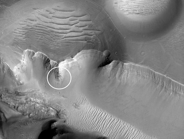 Район, в котором был обнаружен марсианский монолит. Кружком отмечено место его расположения