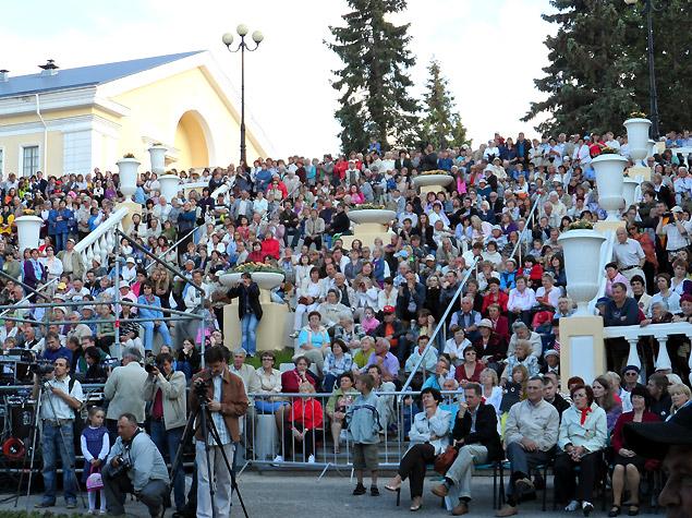На вечерний концерт послушать и посмотреть на «живого Паулса» собралось не менее трети жителей приморского городка Силламяэ.