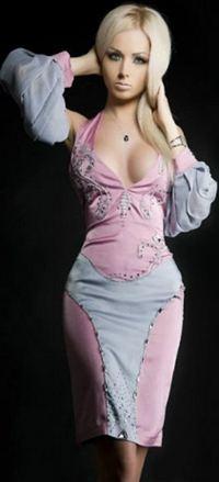 Вот так Лера выглядит в виртуальном мире - фотошоп превратил ее в хоть и симпатичный, но все же персонаж компьютерной игры.