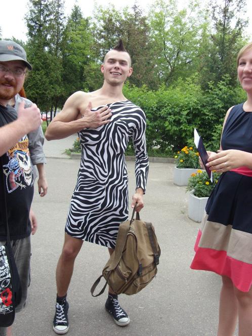В Минске выпускник вуза пришел за дипломом в костюме зебры :))
