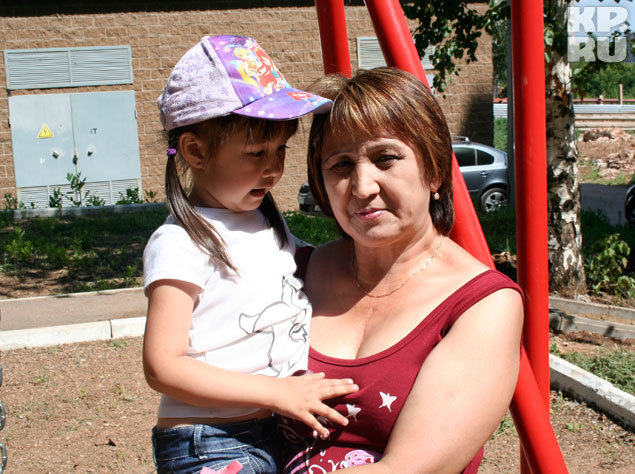 Дамира Асылгужина с внучкой Азалией