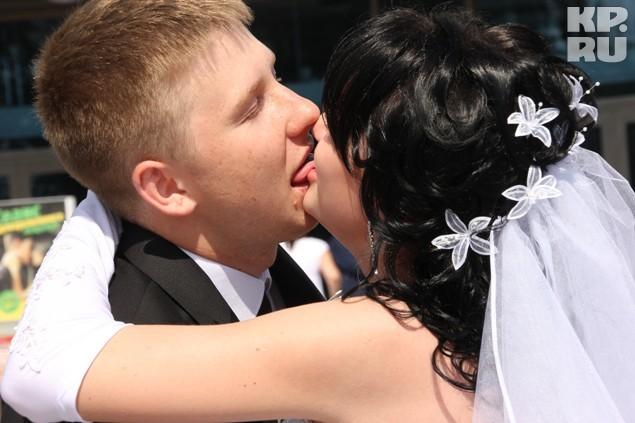 """Массовый """"французский"""" поцелуй"""