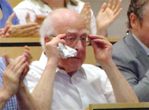 Когда Хиггс услышал, что его частица зафиксирована, он прослезился...