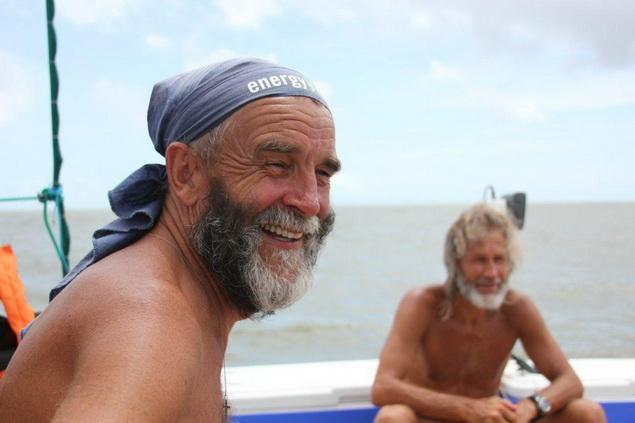Друзья на полгода отправились в путешествие по океану.