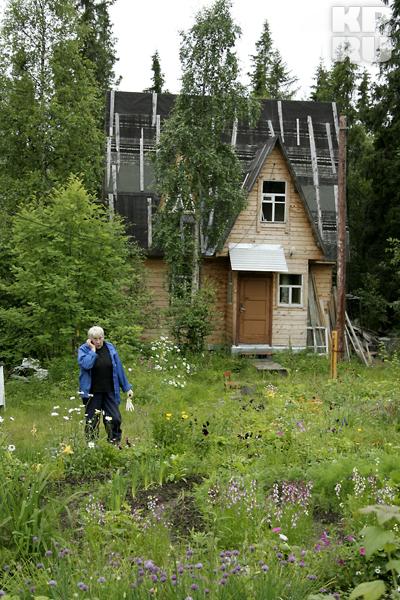 Частный дом - все же хлопотное занятие, иногда без звонка другу не обойтись.