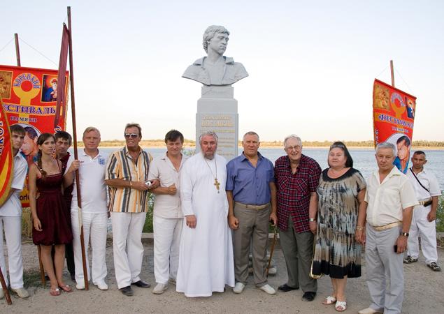 На открытии фестиваля было много гостей.
