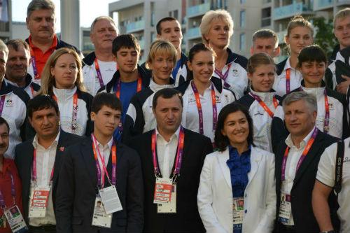Премьер-министр Владимир Филат побывал в Олимпийской деревне.