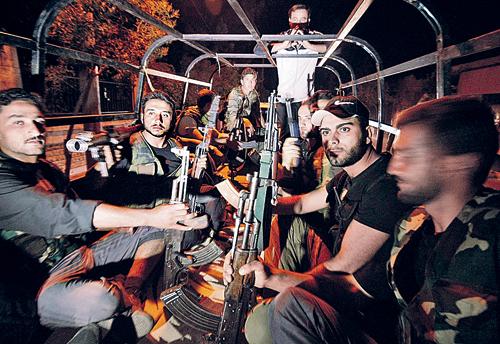 Против сирийской армии воюют не только дезертиры, но и хорошо обученные арабы-наемники.
