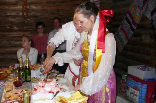 После венца молодые отправлялись на свадебный пир.