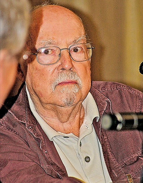 Во время Второй мировой Гарри Гаррисон служил в ВВС США, после чего возненавидел армию и пронес ненависть к военщине через все произведения.