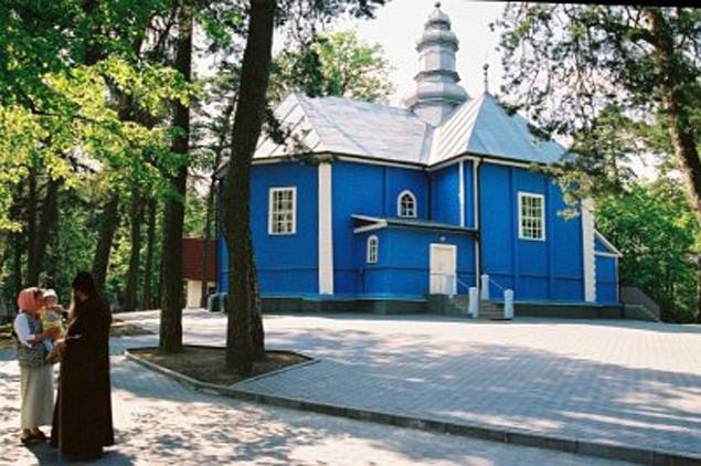 Старинный деревянный храм, куда многие едут за исцелением