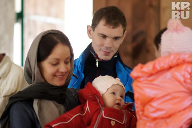 Молодые родители долго выбирали церковь, где крестить дочь.