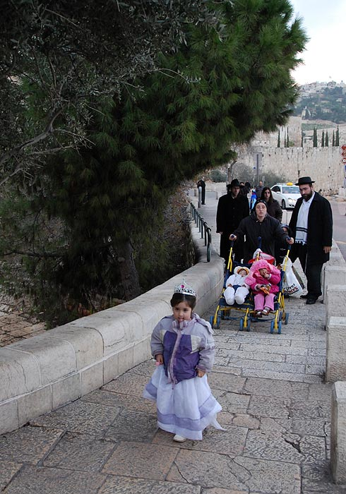 Иерусалим живет яркой, хотя и обычной (для здешних жителей) жизнью.