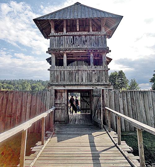 Славянские поселения в Германии на 200 - 300 лет старше нашего Новгорода.