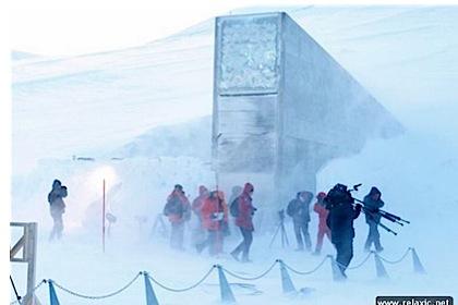 Вход в криохранилище на Щпицбергене.
