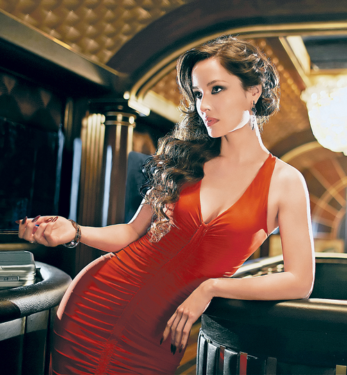 Быть «девушкой агента 007» - работа тяжелая, но интересная...
