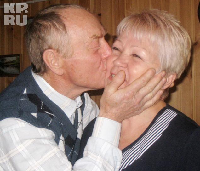 Владимир Фадеев подарил своей любимой супруге Татьяне прыжок с парашютом.