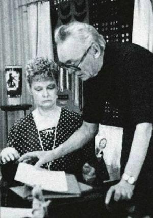 Нина Гребешкова и Леонид Гайдай во время работы над сценарием очередной комедии.