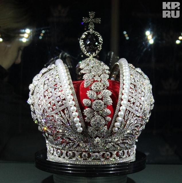 При создании реплики короны использовано более 11 тысяч бриллиантов