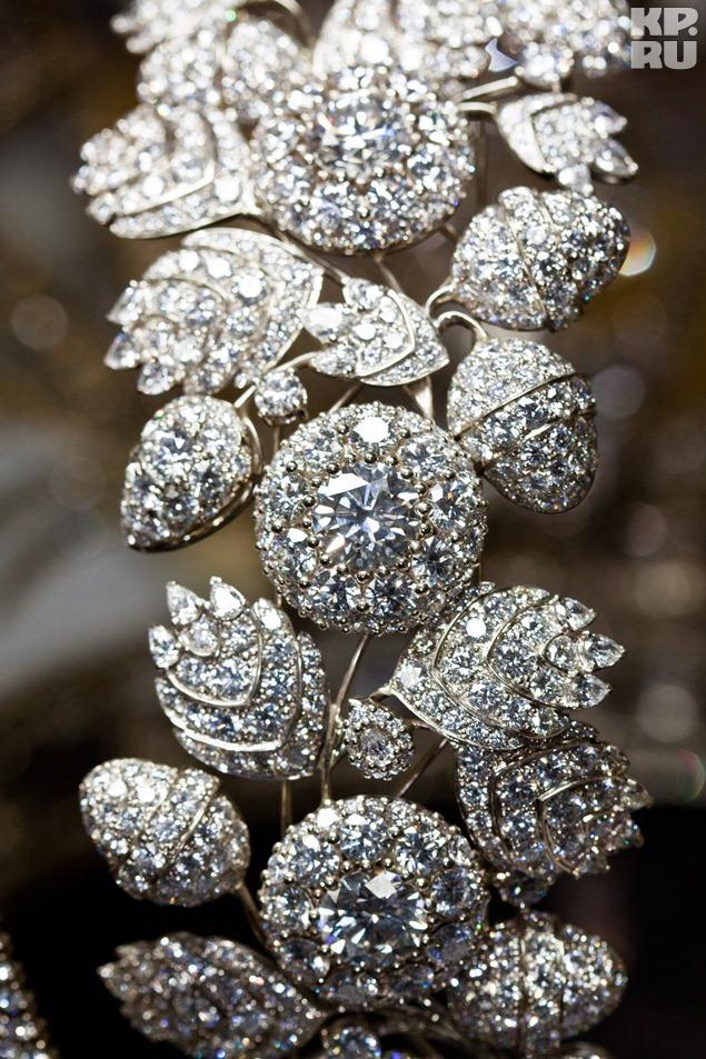 Элемент новой короны: бриллиантовое кружево