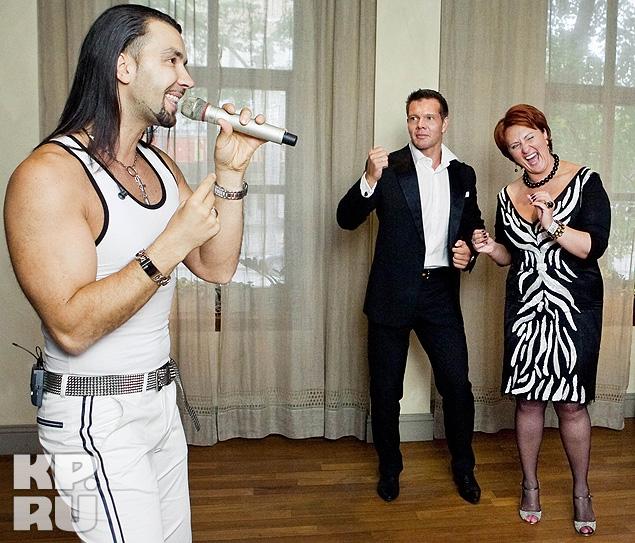 """На празднике для Скрынник и ее гостей выступили музыканты из дуэта """"Чай вдвоем""""."""